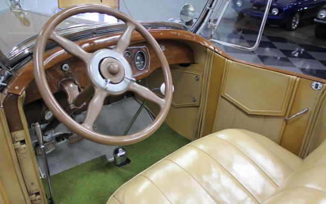 1928 Packard 526 Dual-Cowl Phaeton interior