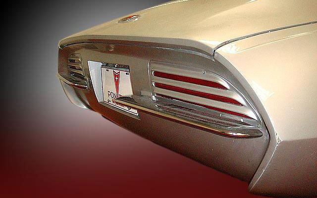 64pont-banshee-rear-right