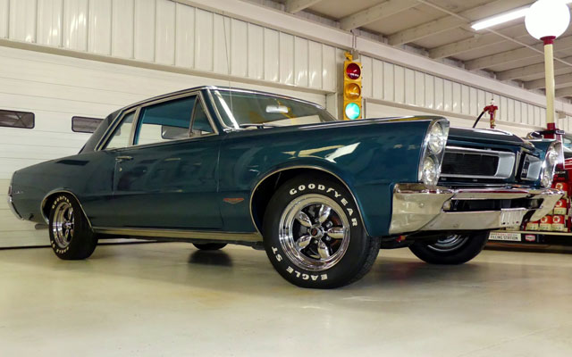 1965 Pontiac GTO 389 Tripower